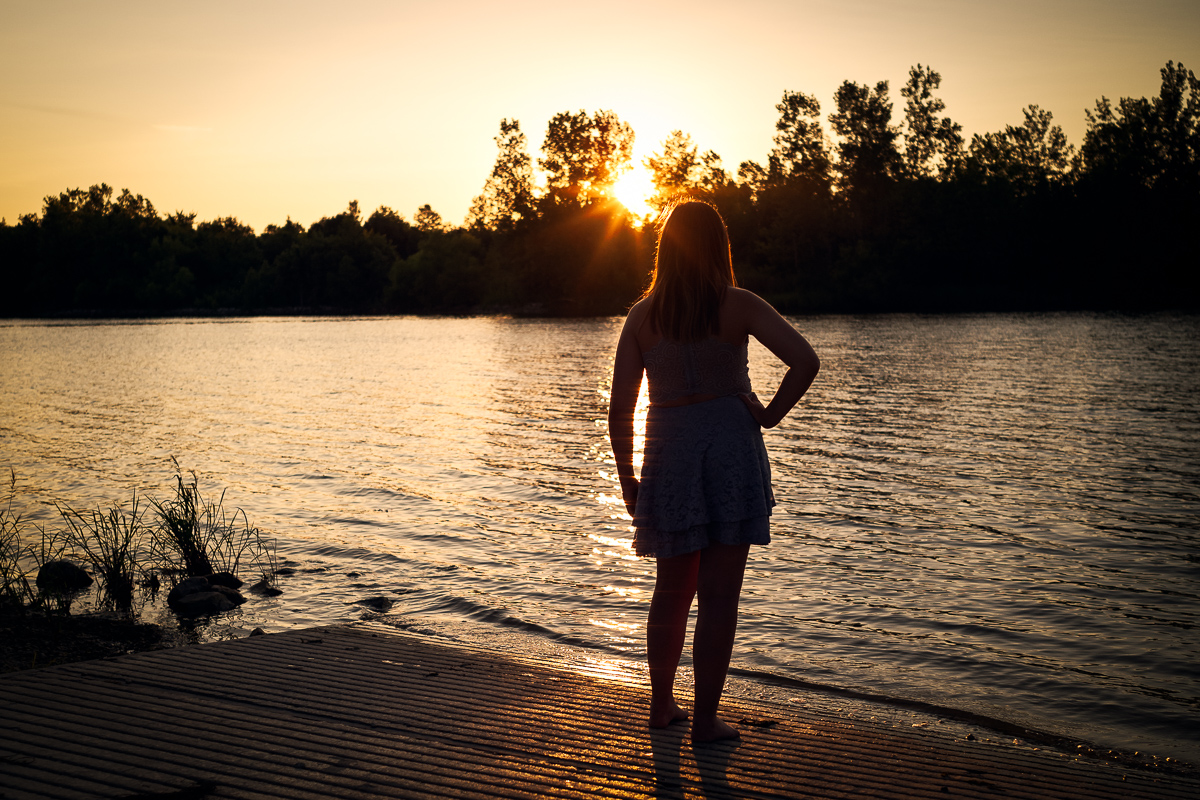 senior-evansville-girl-sunset-lake-1